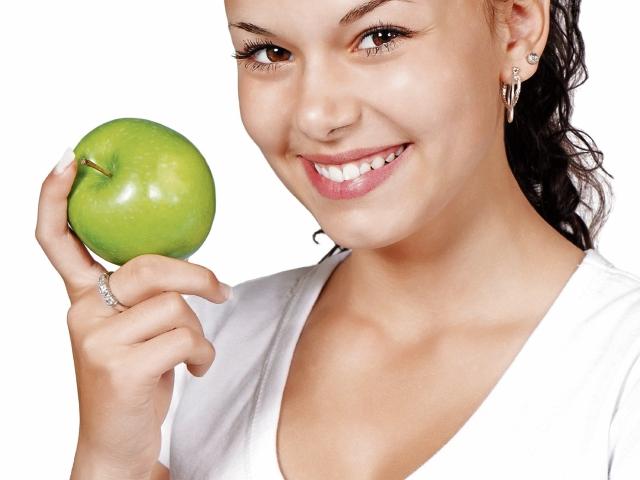 Los expertos recomiendan consumir las frutas con cáscara.