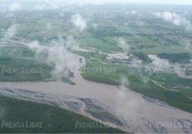 Imágenes aéreas muestran la crecida de los ríos