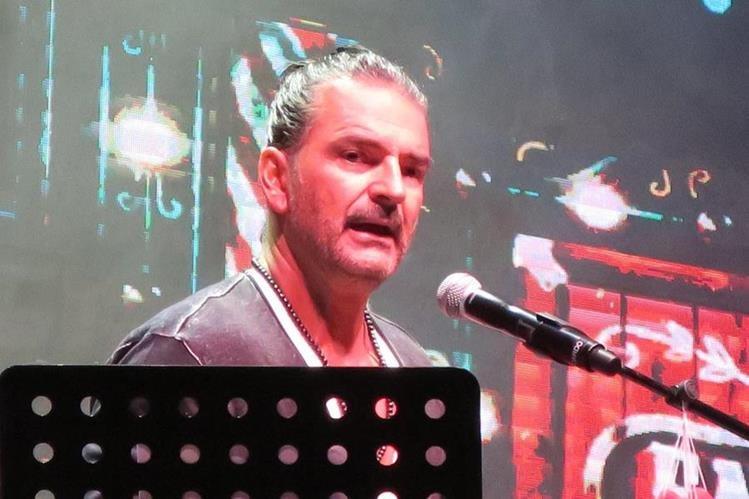 El cantautor guatemalteco Ricardo Arjona durante una actuación hoy, martes 15 de agosto de 2017, en San Juan, Puerto Rico (Foto Prensa Libre: EFE).