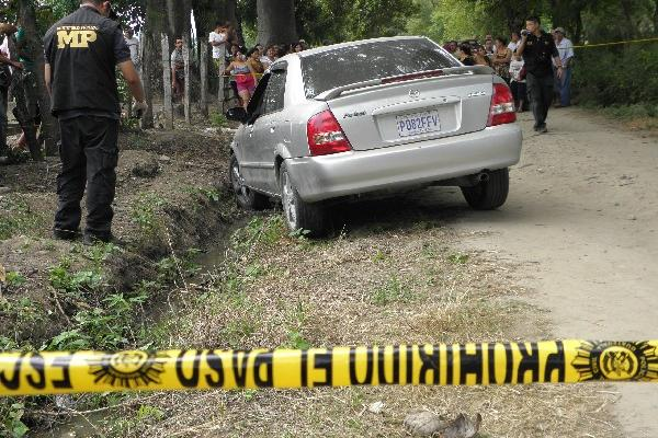 fiscales del MP trabajan en la escena donde localizaron el cadáver de Aldana Cordón.