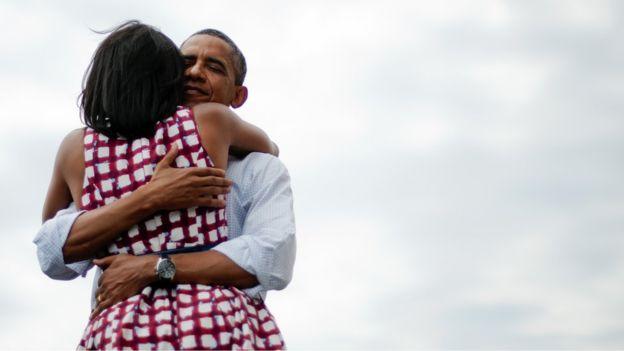 En el 2012, el abrazo entre Michelle y Barack Obama fue la imagen más retuiteada de la historia de la red social. (GETTY IMAGES).