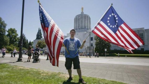 Para otros, la bandera Betsy Ross es sólo un símbolo histórico. AP