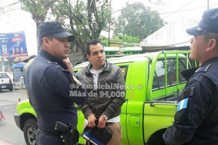 William Augusto Valdez detenido en el Transmetro por masturbarse y eyacular en una mujer. (Foto Prensa Libre: Pampichi News)