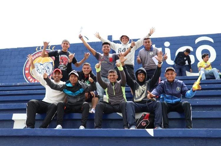 A pesar de jugar en el estadio Mario Camposeco de Quetzaltenango por la sanción de un partido al estadio Marquesa de la Ensenada los aficionados de los leones se hicieron presentes para apoyar a su equipo. (Foto Prensa Libre: Raúl Juárez)