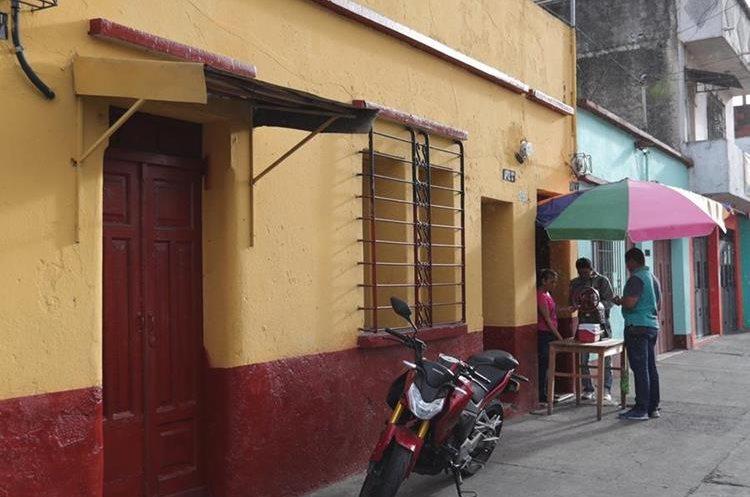 Una residencia modesta donde venden granizadas, está registrada como la empresa de De León. (Foto Prensa Libre: Estudardo Paredes)