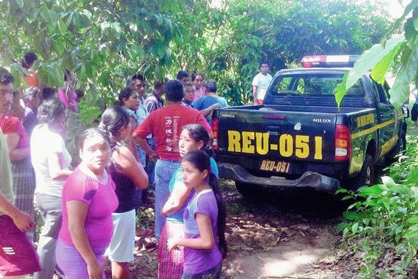 El cadáver fue encontrado en un terreno de la comunidad Alfonso. (Foto Prensa Libre: Rolando Miranda)