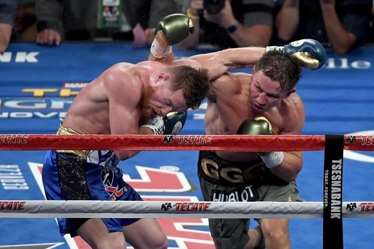 Saúl Álvarez y Gennady Golovkin protagonizaron un gran combate en el T-Mobile Arena de Las Vegas. (Foto Prensa Libre: AFP).