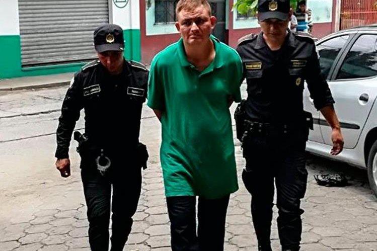 Absolom Eugenio Barrios Barrios, fue capturado en Tecún Umán sindicado de violación con agravación de la pena.(Foto Prensa Libre: Whitmer Barrera)