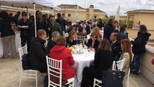 Parte de los invitados al banquete de honor que enfureció al papa Francisco y que fue organizado por Vallejo en mayo del 2014. (Foto: elnacional.com.do).