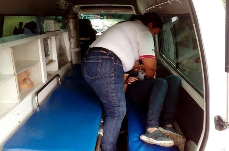 Cuatro personas fueron trasladadas al Hospital Regional de Coatepeque.(Foto: Cruz Roja)