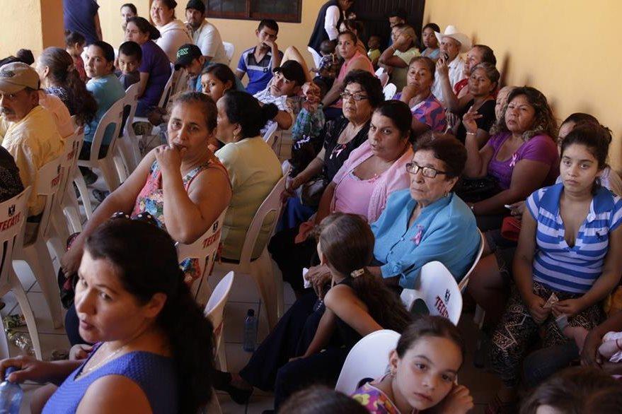 """Unas 250 personas de 17 comunidades de la frontera entre Sinaloa y Durango viven en albergues a causa del miedo que les provoca la """"cacería"""" del """"Chapo"""". (Foto Prensa Libre: EFE)."""