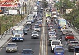 Usuarios del puente Belice han manifestado su preocupación en diversas oportunidades por las condiciones en que se encuentra esa conexión con la ruta al Atlántico. (Foto Prensa Libre: Hemeroteca PL)