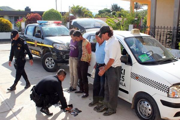 <p>Presuntos delincuentes intentaron darse a la fuga. (Foto Prensa Libre: Hugo Oliva)</p>