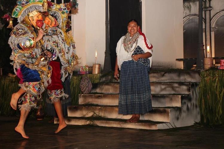 Angélica Concepción Cucul Choc es electa Rabín Cobán 2016-2017, en la ceremonia de apertura del 48 Festival Folclórico Nacional de Cobán, Alta Verapaz. (Foto Prensa Libre: Eduardo Sam Chun)