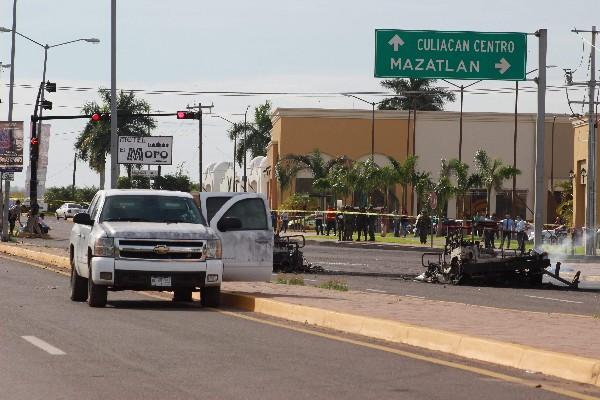 Fuerzas de seguridad investigan la escena del crimen. (AFP).