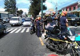El repartidor de comida recibió varios disparos y murió por la gravedad de las heridas. (Foto Prensa Libre: Estuardo Paredes)