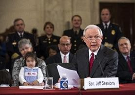 Jeff Sessions testifica para aceptar su cargo como fiscal general de EEUU.(EFE).