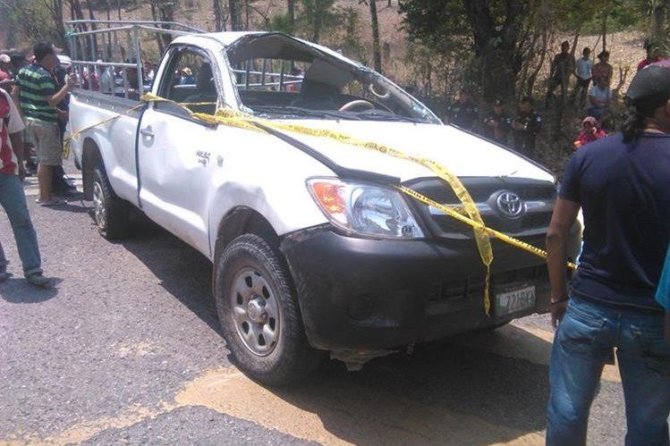 Picop en el que viajaban las víctimas y los heridos en Jocotán. (Foto Prensa Libre: Edwin Paxtor).