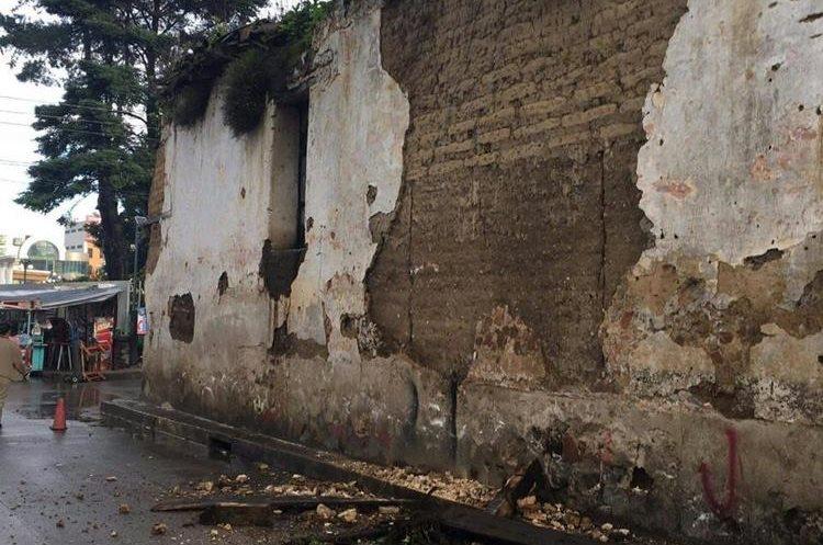 Muro del destacamento militar de Totonicapán. (Foto Prensa Libre: Conred)