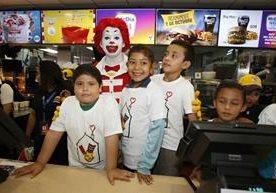 Cadena de restaurantes destinará recursos obtenidos a programas de salud.