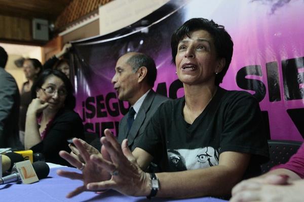 La familia Siekavizza piden que se investiguen quienes ayudaron a encubrir a Roberto Barrera en México. (Foto Prensa Libre: A. Interiano)