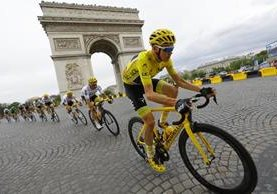 Chris Froome, en acción, durante la última etapa del Tour de Francia. (Foto Prensa Libre: AP)