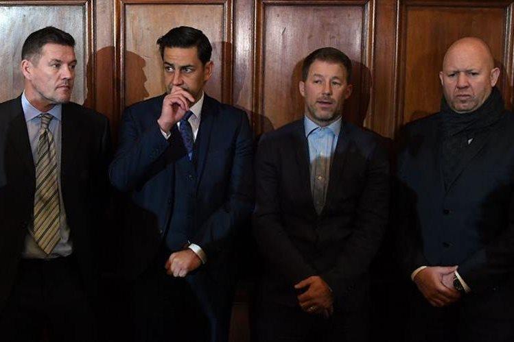 Los exfutbolistas Mark Williams, Andy Woodward, Steve Walters y Jason Dunford denunciaron haber sido víctimas de abusos. (Foto Prensa Libre: AFP)