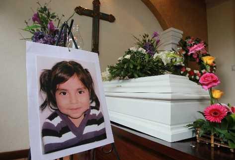 Los restos de Jennifer Vásquez son velados desde ayer en una funeraria de la zona 5, adonde llegaron familiares y amigos. El sepelio se programó para hoy.