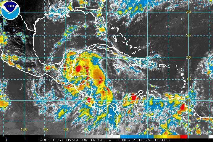 Imagen satelital que muestra al huracán  Earl sobre las costas de Belice. (Foto Prensa Libre: EFE).