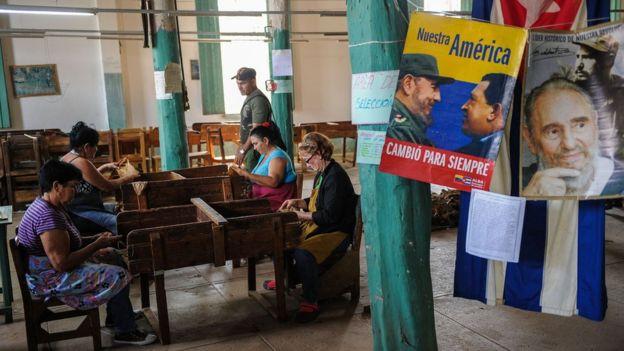 La relación de Cuba y Venezuela se hizo estrecha con los presidentes Fidel Castro y Hugo Chávez. GETTY IMAGES
