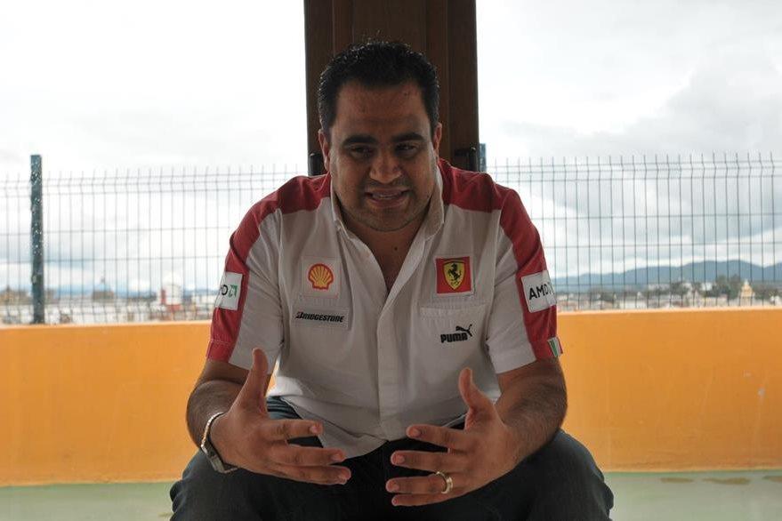 Roberto Sacasa explica como es la grabación de los videos 360°. (Foto Prensa Libre: Josué León)