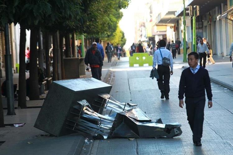 Las pérdidas por daños al patrimonio público asciende a unos Q2 millones, según la comuna capitalina. (Foto Prensa Libre: Estuardo Paredes)