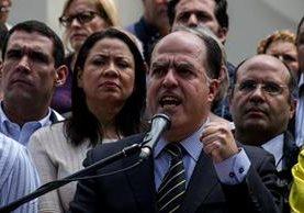 Diputados venezolanos solicitan apoyo local e internacional por el que consideran el Golpe de Estado en Venezuela. (Foto Prensa Libre: AFP)