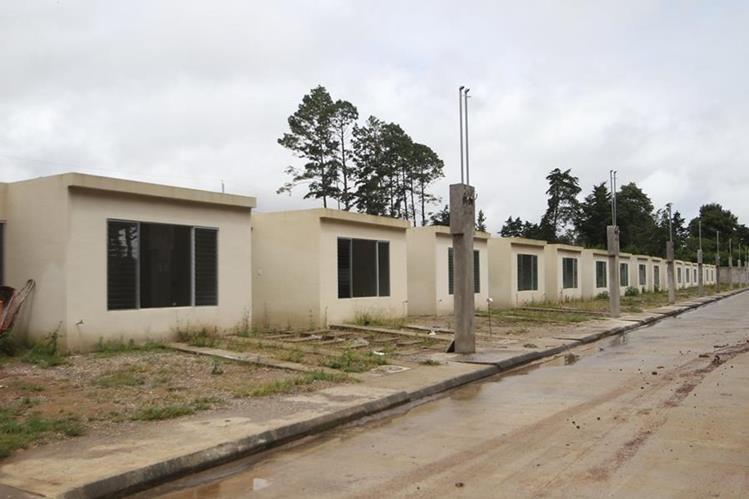 El condominio Mi Querida Familia será terminado en noviembre próximo y se entregará a sobrevivientes de deslave en El Cambray. (Foto Prensa Libre: Erick Ávila)