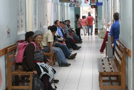 Analistas han afirmado que el sistema de salud atraviesa por la peor crisis de la historia. (Foto Prensa Libre: Hemeroteca PL)