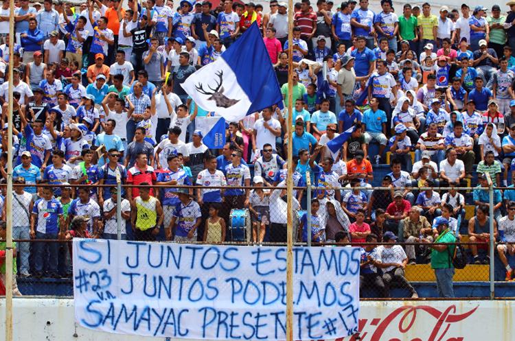 Más de ocho mil personas asistieron al juego de ida entre Suchi y Rojos. (Foto Prensa Libre: Rolando Miranda)