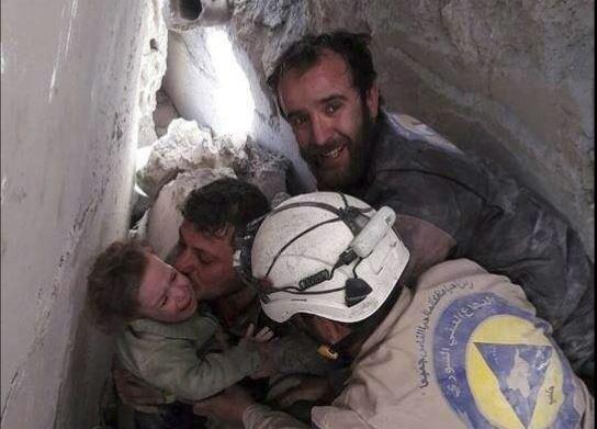 Bombardeos rusos contra población civil indignan al mundo. (Foto Prensa Libre: EFE)