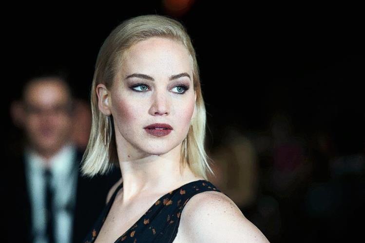 Jennifer Lawrence llegó a la premier de la última entrega de la saga Los juegos del hambre, en Reino Unido. (Foto Prensa Libre: EFE)