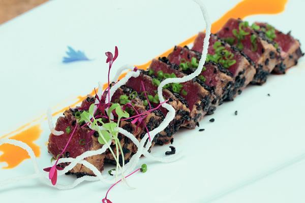 Tuna tataki es una receta deliciosa, para degustar en Semana Santa. (Foto Prensa Libre, Ángel Elías)