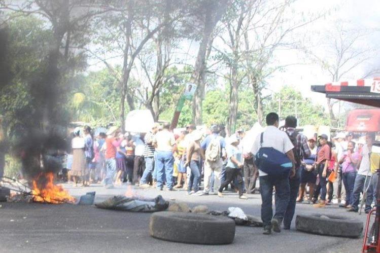 Manifestantes impiden paso en el km 240 de la ruta al suroccidente, Pajapita, San Marcos. (Foto Prensa Libre: Alexánder Coyoy).
