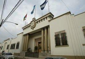 La Vicepresidencia suspendió la prohibición de normas de vestuario para sus trabajadores. (Foto Prensa Libre: Hemeroteca PL)