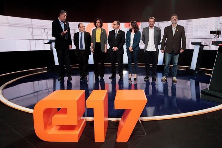 Los candidatos regionales de Cataluña, antes de un tenso debate en Barcelona. (Foto Prensa Libre: EFE)