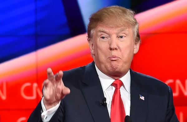 """<span class=""""hps"""">Donald</span> <span class=""""hps"""">Trump</span> lanza crudos insultos personales a Hillary Clinton."""