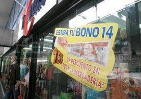 Los comercios se preparan en estos días para ofrecer descuentos ante el aumento de circulación de dinero. (Foto: Hemeroteca PL)