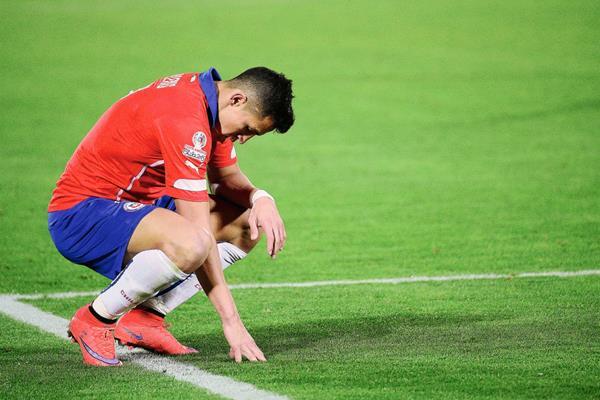 Alexis Sánchez sabe que no ha demostrado su mejor nivel en la Copa América, de la cual, su selección es anfitriona. (Foto Prensa Libre: AFP)