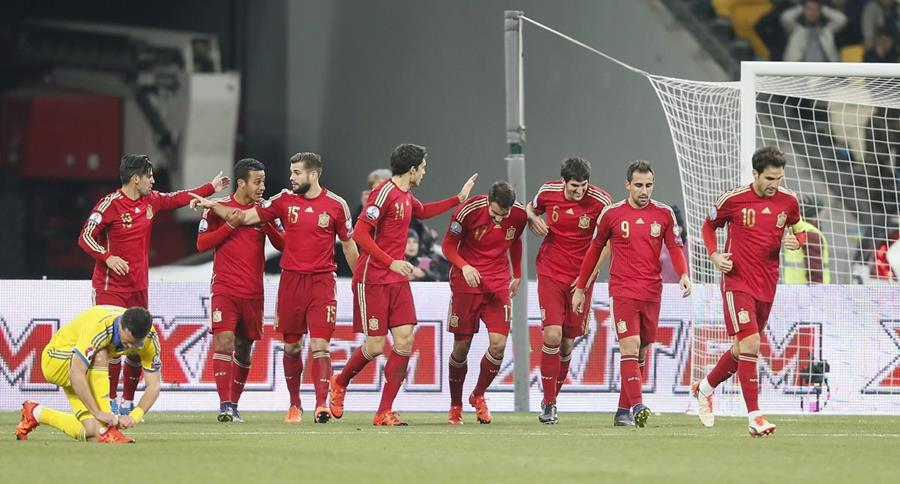 España ya clasificado derrotó a Ucrania en la última fecha de la clasificación a la Euro 2016. (Foto Prensa Libre: EFE)