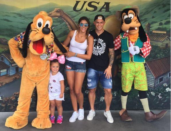 La última foto familiar de los Rodríguez Ospina fue publicada en julio 2016. (Foto Prensa Libre: Instagram James Rodríguez)