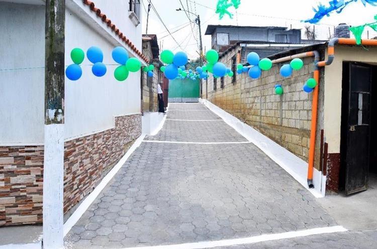 La comuna inauguró los trabajos de adoquinamiento de la 6ª avenida y 14 calle, Lo De Coy. (Foto Prensa Libre: Municipalidad de Mixco)