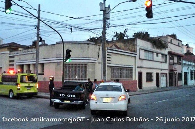 Colisión en la 3 avenida y 4 calle de la zona 1. (Foto Prensa Libre: Amílcar Montejo)