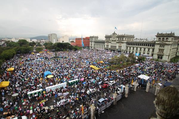 Segunda manifestación en contra de la corrupción en el gobierno de Otto Pérez Molina. (Foto Prensa Libre: Hemeroteca PL)
